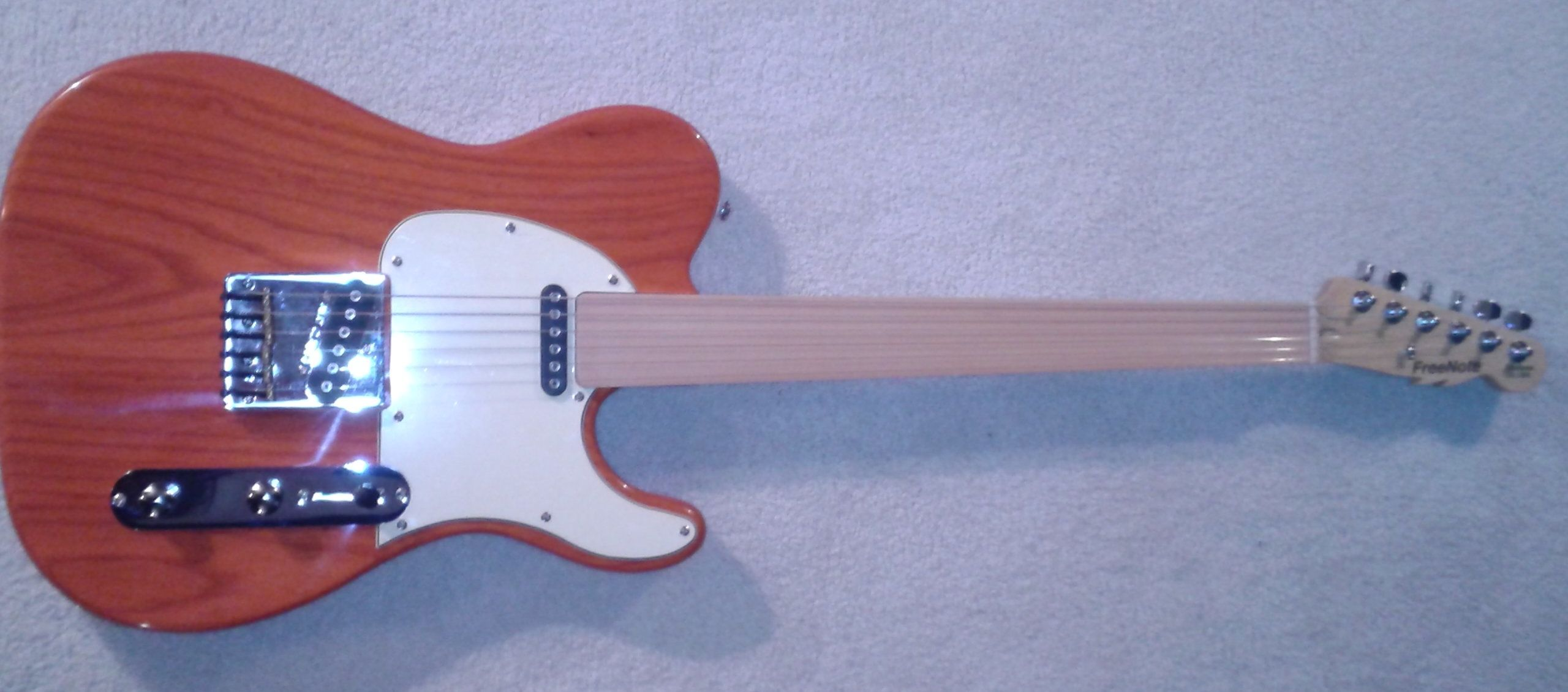 FreeNote/G&L ASAT Classic Fretless Flyer in Clear Orange